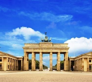 The famous Brandenburg Gate – are you interested in buying an apartment in Berlin close by it?